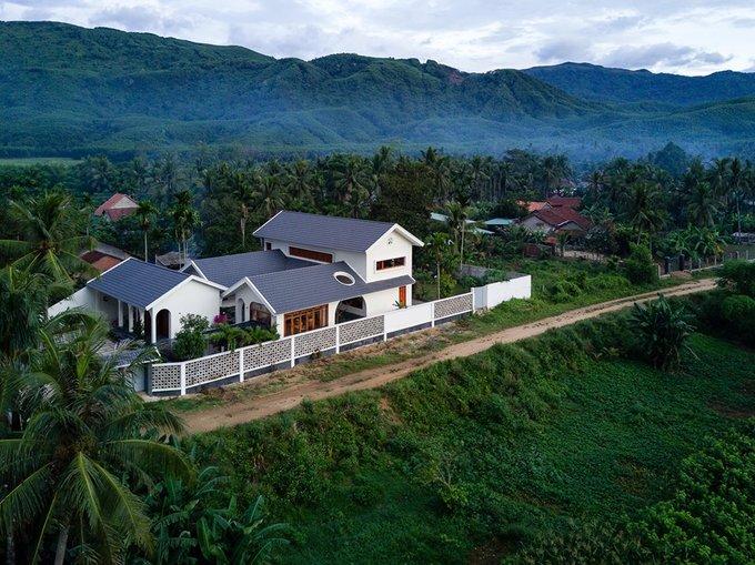 Khám phá ngôi nhà tuyệt đẹp như resort con trai xây tặng cha mẹ ở An Lão, Bình Định