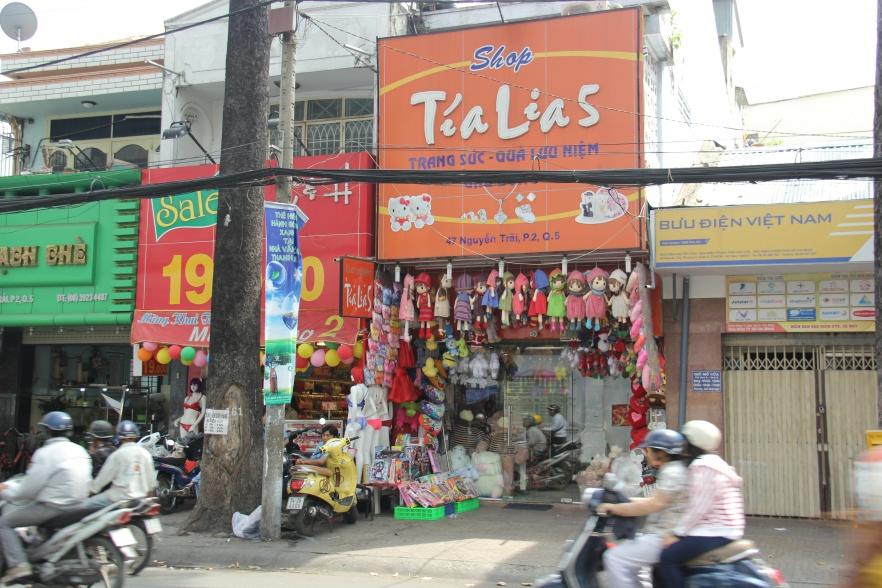 Shop trang sức - quà lưu niệm Tía Lia